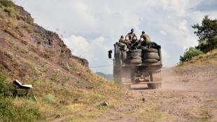 شاحنة ارمنية لنقل الجند على الحدود الارمنية الاذربيجانية في 15 تموز/يوليو 2020