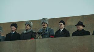 """Jeffrey Tambor, Michael Palin, Rupert Friend, Simon Russell Beale, Steve Buscemi dans le film """"La Mort de Staline"""", au cinéma le 4 avril 2018 en France."""