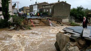 À Villegailhenc, près de Carcassonne, le ruisseau de Trapel a emporté un pont, le 15 octobre 2018.