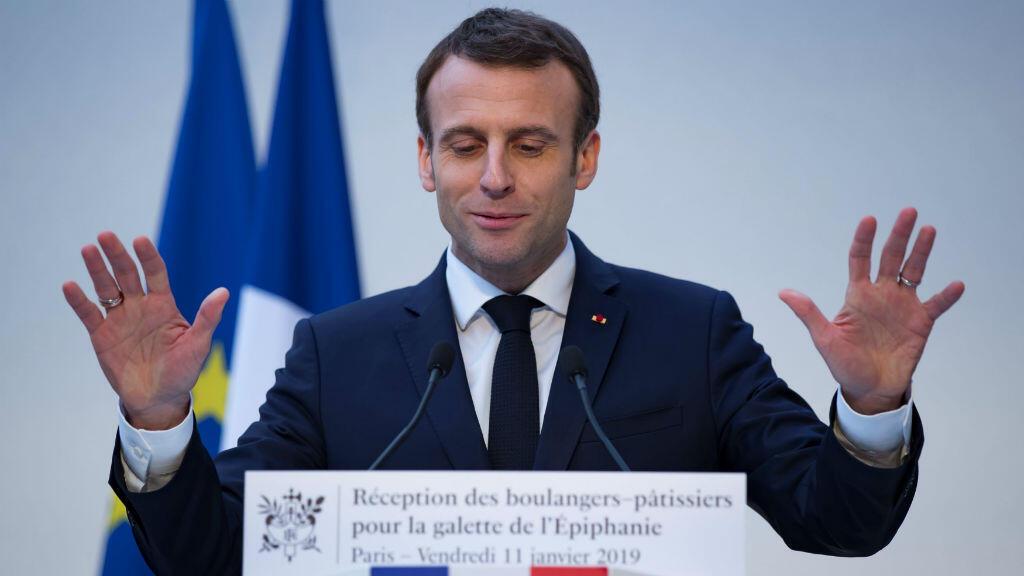El presidente francés, Emmanuel Macron, pronuncia un discurso durante una ceremonia tradicional del pastel de epifanía en el palacio del Elíseo en París, Francia, el 11 de enero de 2019.