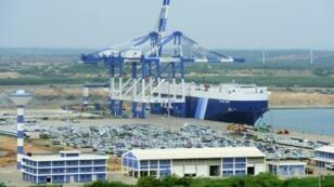 The new oil refinery will be built near the port of Hambantota