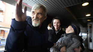 Russian historian Yury Dmitriyev, who heads rights group Memorial's branch in Karelia, gestures outside a court building following the verdict in his child pornography trial in the city of Petrozavodsk in northwestern Russia on April 5, 2018.