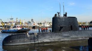 Imagen de archivo del submarino ARA San Juan y su tripulación en el puerto de Buenos Aires. Buenos Aires, Argentina, 2 de Junio de 2014.