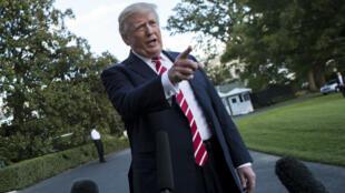 Le président américain Donald Trump s'adresse à la presse dans les jardins de la Maison Blanche, le 7 octobre 2017.