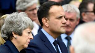 La primera ministra británica, Theresa May y el primer ministro de Irlanda, Leo Varadkar, durante el funeral de la periodista Lyra MCKee en Belfast, Irlanda del Norte, el 24 de abril de 2019.