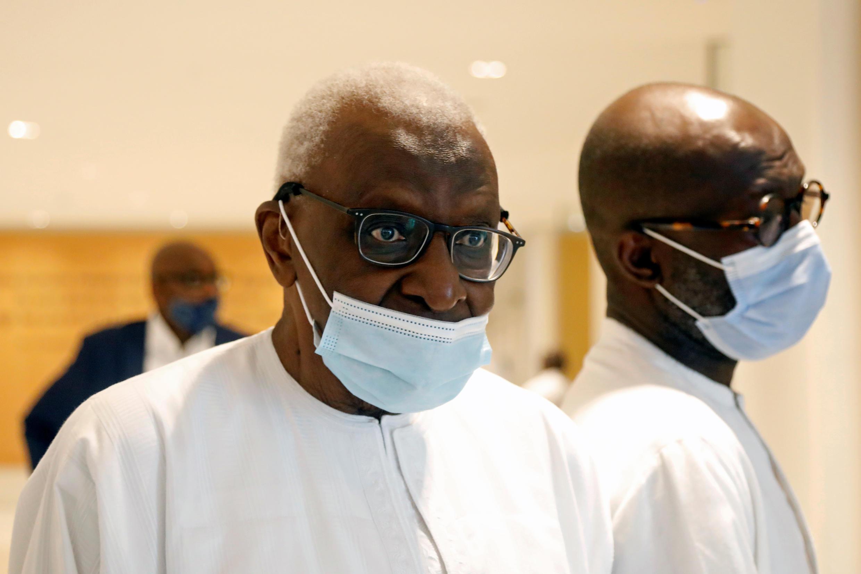 L'ancien président de l'Association internationale des fédérations d'athlétisme (IAAF) Lamine Diack, arrivant pour le verdict lors de son procès au palais de justice de Paris, le mercredi 16 septembre 2020.