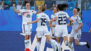 L'Allemagne a terminé en tête du groupe B en s'imposant nettement devant l'Afrique du Sud (4-0), le 17 juin 2019.
