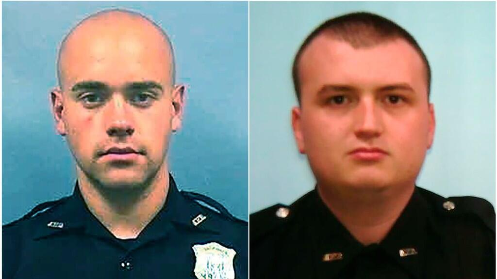 Esta combinación de fotos proporcionadas por el Departamento de Policía de Atlanta muestra al oficial Garrett Rolfe, a la izquierda y al oficial Devin Brosnan.