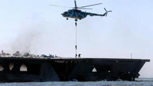 Un précédent exercice militaire iranien effectué par les Gardiens de la révolution dans le détroit d'Omuz, le 25 février 2015.