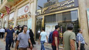 Des passants dans une rue commerçante de Téhéran, le 8 août 2018.