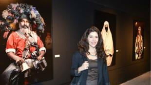 """La photographe Leila Alaoui lors de la présentation de son exposition """"Les Marocains"""" à Beyrouth, le 4 février 2015."""