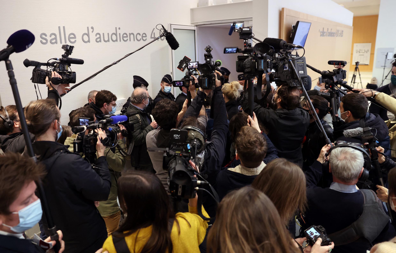 """Dix personnes comparaissent notamment pour """"dégradations"""" et """"vols"""", suite au saccage de l'Arc de Triomphe à Paris le 1er décembre 2018 lors d'une manifestation de """"gilets jaunes""""."""