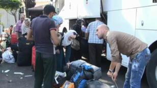 Environ 10 000 personnes, en grande majorité des réfugiés syriens, quittent chaque semaine le Liban pour la Turquie.