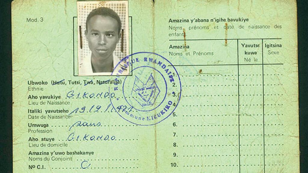 Los belgas cuando se apoderaron de Ruanda a finales del siglo XIX clasificaron a la población de acuerdo al grupo al que pertenecía y crearon identificaciones que señalaba quién era hutu y quién tutsi.