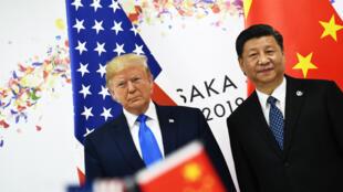 الرئيس الصيني شي جينبينغ ونظيره الأمريكي دونالد ترامب في قمة مجموعة العشرين في أوساكا باليابان، حزيران/يونيو 2019