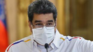 Imagen de archivo que muestra al presidente de Venezuela, Nicolás Maduro usando una mascarilla contra el coronavirus.