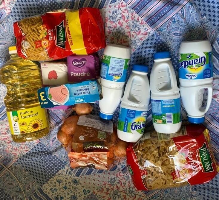Un colis alimentaire livré par l'association du Cercle des étudiants sénégalais de Valenciennes.