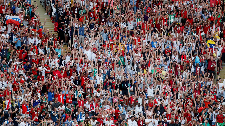 Los hinchas de Portugal, de Marruecos y de otros equipos se confundían en el Estadio Luzhniki de Moscú.