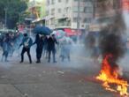 """""""Journée de chagrin"""" à Hong Kong, tensions entre manifestants et police"""