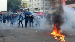 Heurts entre forces de l'ordre et des manifestants hongkongais, le 1er octobre 2019.