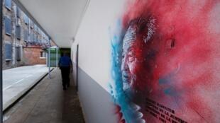 Graff de l'artiste C215 représentant Robert Badinter à la prison de Fresnes le 3 juillet 2020