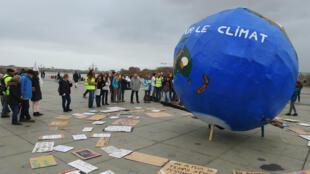 En diciembre de 2018 decenas de activistas alzaron su voz para pedir al Gobierno de Francia mayor contundencia en las acciones contra el cambio climático.