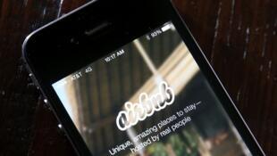 Airbnb est l'une des plates-formes proposant des locations de meublés touristiques en ligne.