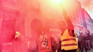 Des Gilets jaunes dans les rues de Nantes, le 12 janvier 2019.