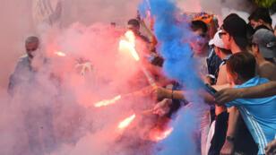 Les supporters marseillais, présents en masse lors du dernier entraînement de leurs joueurs.