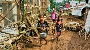 قرية بارانغاي في جزيرة سامار الفلبينية بعد مرور العاصفة كاي-تاك 17 كانون الأول/ديسمبر 2017