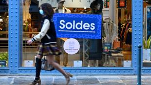 Les soldes d'hiver prolongées jusqu'au 2 mars en France.