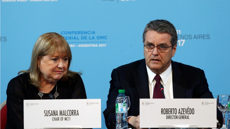 El director general de la OMC, Roberto Azevedo, habla junto a Susana Malcorra, presidenta de la XI Conferencia Ministerial de la OMC en Buenos Aires, Argentina.