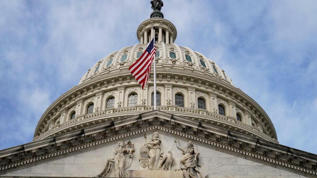 مجلس النواب الأمريكي يقر قانون رفع سقف الدين العام مؤقتا حتى مطلع ديسمبر المقبل thumbnail