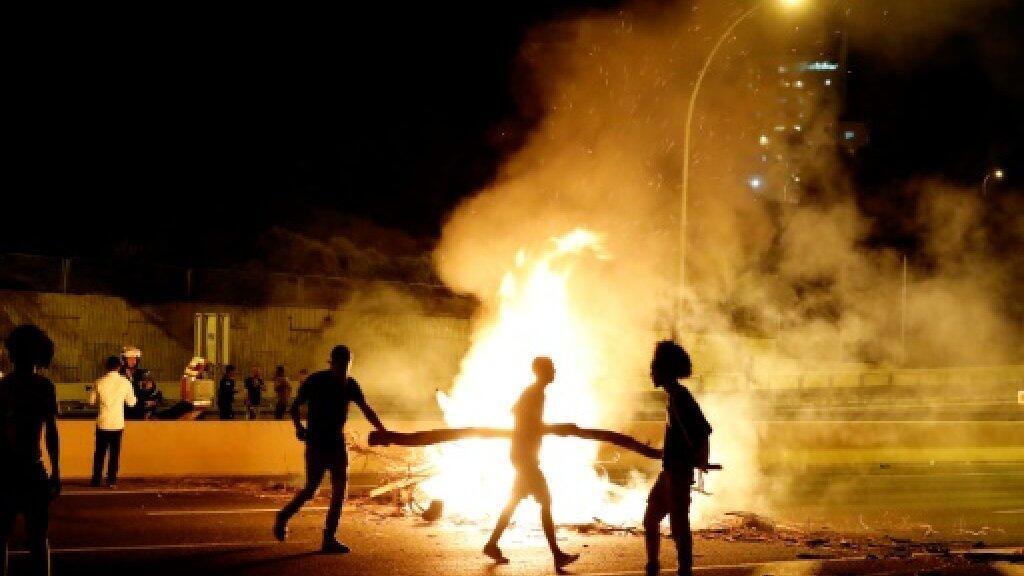 إسرائيليون من أصول إثيوبية يغلقون شارعا في نتانيا بتاريخ 2 تموز/يوليو 2019