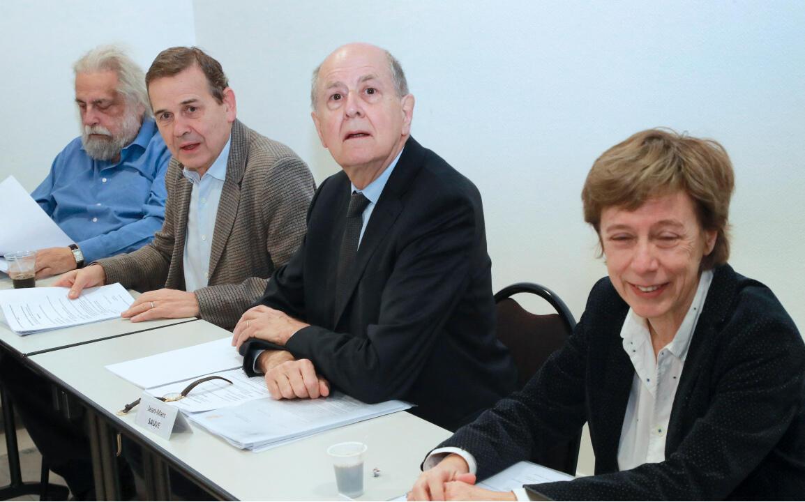 En el centro de la imagen, Jean-Marc Sauvé, presidente de la Comisión independiente sobre los abusos sexuales en la Iglesia en Francia (Ciase).