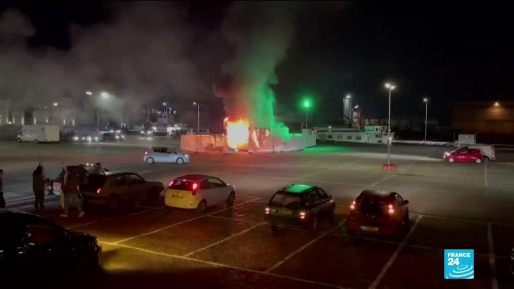 2021-01-25 10:35 Pays-Bas : des émeutes pendant les manifestations anti-confinement