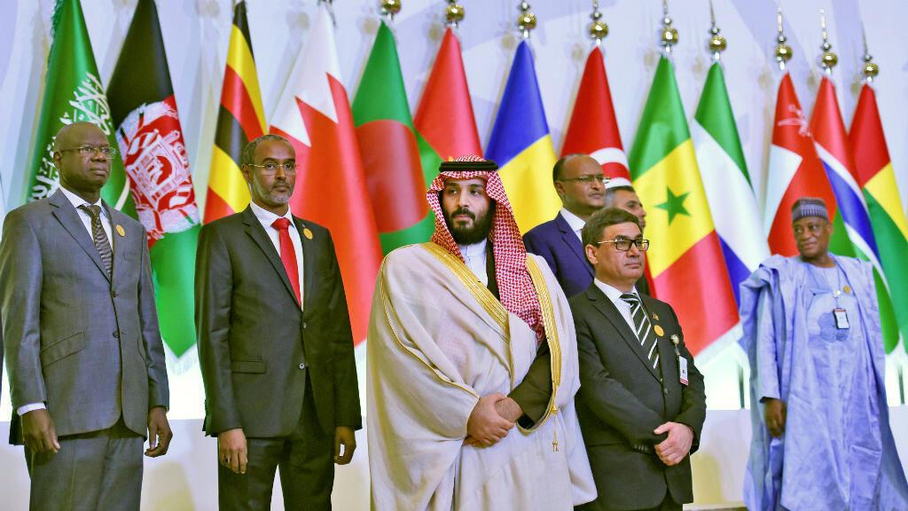 Le prince Mohammed Ben Salmane (centre), lors de la réunion des pays membres de la coalition.