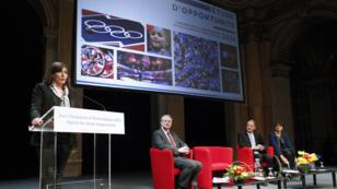 La maire de Paris Anne Hidalgo présente le rapport sur la candidature de la ville aux JO 2024, en février 2015.