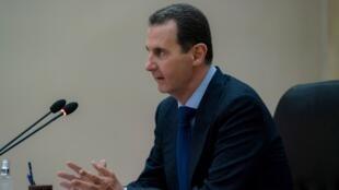 الرئيس السوري بشار الأسد في اجتماع مع اللجنة المسؤولة عن إدارة أزمة تفشي فيروس كورونا في البلاد، 4 مايو/أيار 2020.