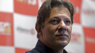 Le nouveau candidat du PT, Fernando Haddad, lors d'une conférence de presse à Rio, le 28 août 2018.