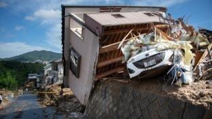 Une maison détruite par les inondations à Kumano, dans la préfecture d'Hiroshima, au Japon, lundi 9 juillet 2018.