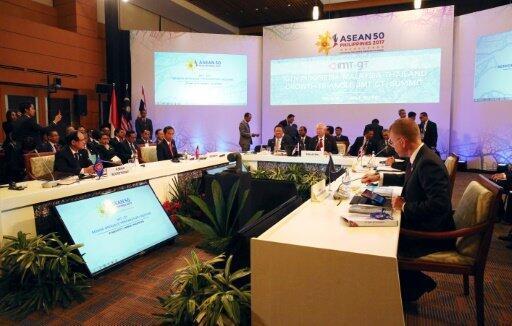 مشاركون في قمة رابطة دول جنوب شرق آسيا في مانيلا في 29 نيسان/أبريل 2017