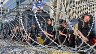 Des policiers indonésiens lors d'affrontements, à Jakarta le 23 mai 2019.