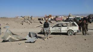 Des forces de sécurité afghanes sur les lieux d'un attentat suicide à Gardez, dans la province de Paktia, en octobre 2017.