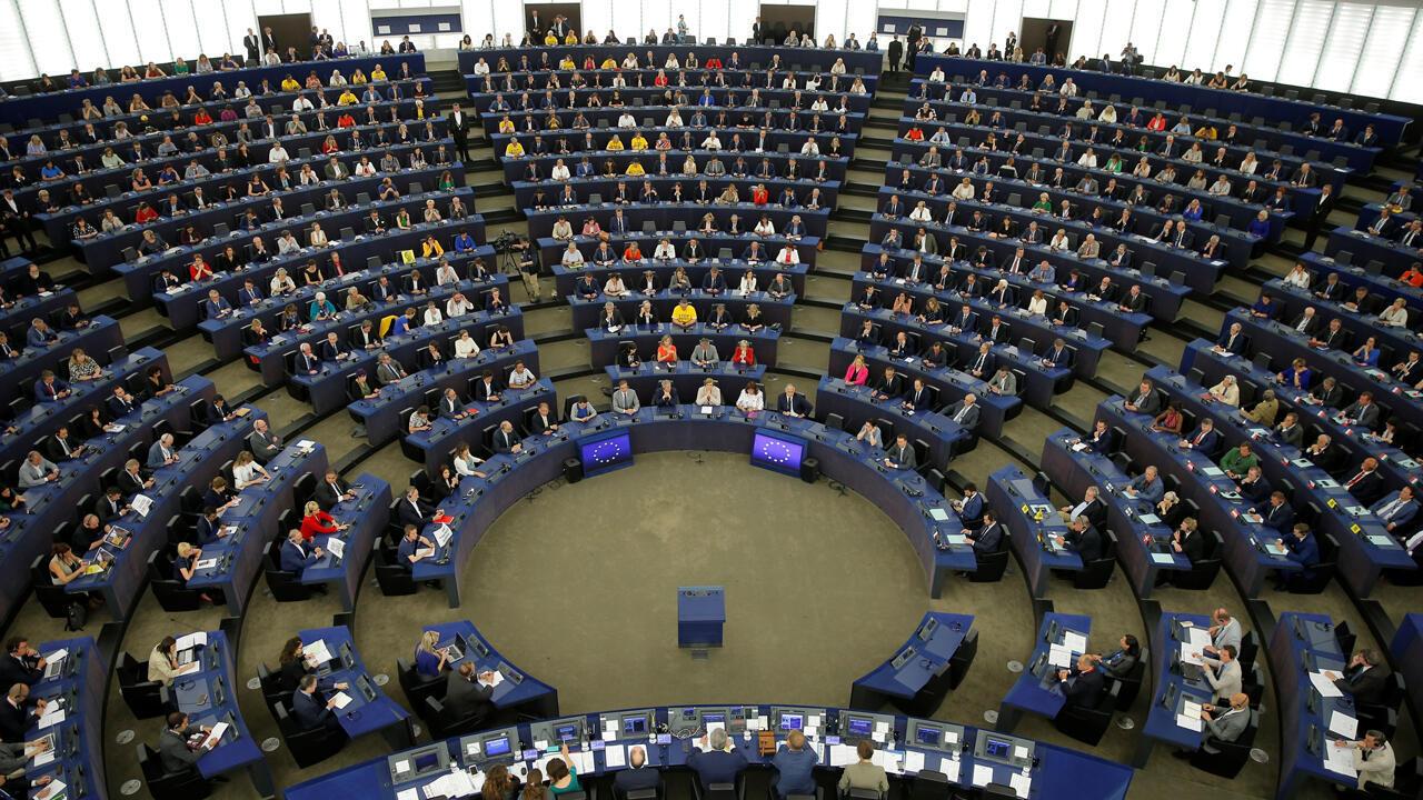 Los miembros del Parlamento Europeo participan en la primera sesión plenaria del recién elegido Parlamento Europeo en Estrasburgo, Francia, el 2 de julio de 2019.