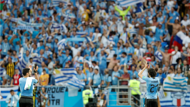En el Rostov Arena de Rusia, Luis Suárez y Edinson Cavani aplaudieron a sus fanáticos después del partido con Arabia Saudita que le llevó a la clasificación.