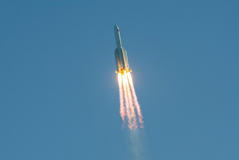 Esta foto de archivo tomada el 5 de mayo de 2020 muestra un cohete Long March 5B despegando del sitio de lanzamiento de Wenchang en la isla meridional china de Hainan.