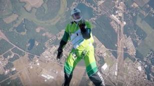 """Luke Aikins, parachutiste aguerri, a été cascadeur sur les tournages d'""""Iron Man 3"""" et """"Godzilla""""."""