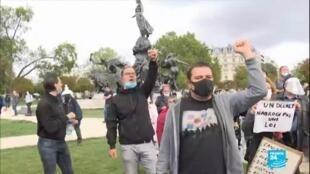 """2020-08-30 08:06 Berlin, Paris, Londres : manifestations contre le port du masque, """"la tyrannie médicale"""""""