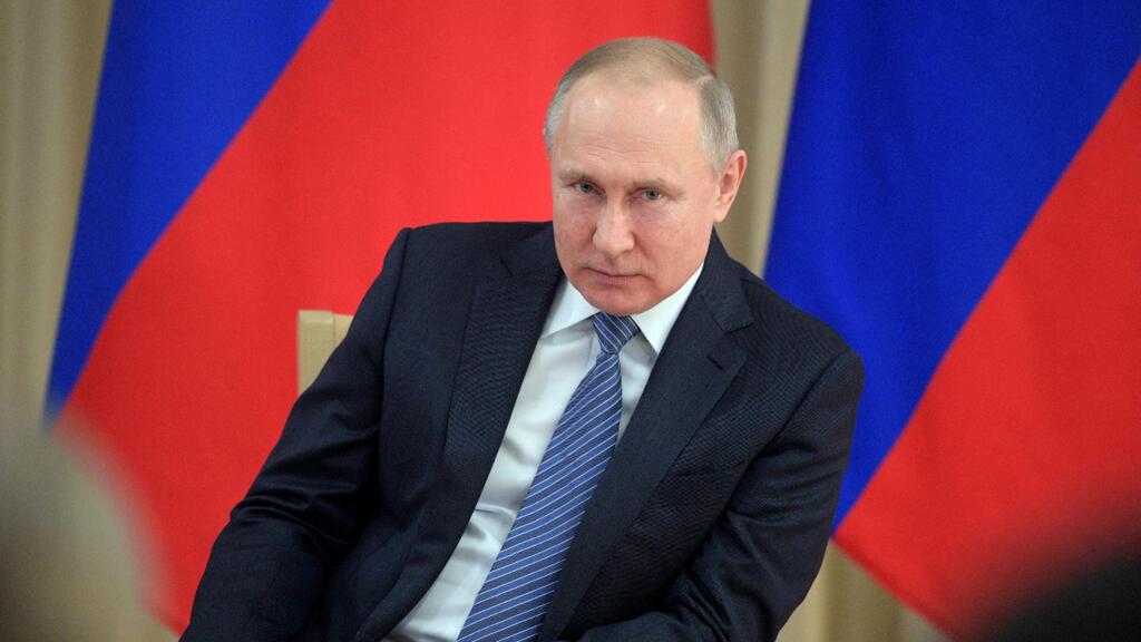 """Vladimir Poutine présente le premier vaccin contre le Covid-19, """"Spoutnik"""", testé sur sa fille"""